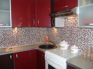 Оформление кухни мозаичной растяжкой