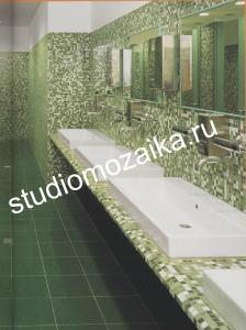 Интерьер ванной комнаты из мозаики.