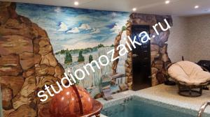 Мозаичное панно на стене.