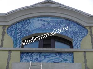 Фасад частного дома из мозаики.