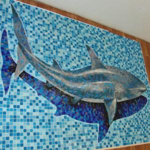Художественное панно -Акула с тенью.